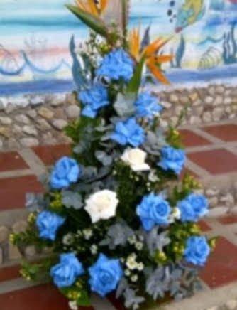 Hermoso ramo de flores en rosas azules