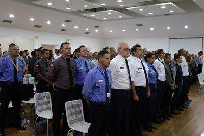 OFICIALES DE SEGURIDAD CON ENTRENAMIENTO PREVIO